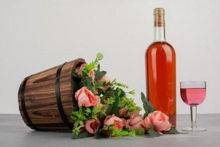 Vinho rosé, dia das mães, buquê de flores