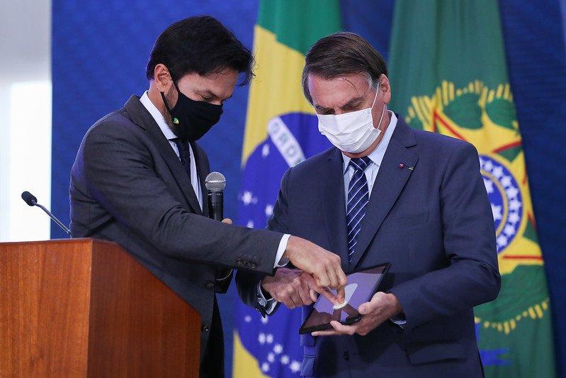 O ministro das Comunicações, Fábio Faria, e o presidente Jair Bolsonaro