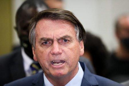 Bolsonaro dá entrevista no Galeão