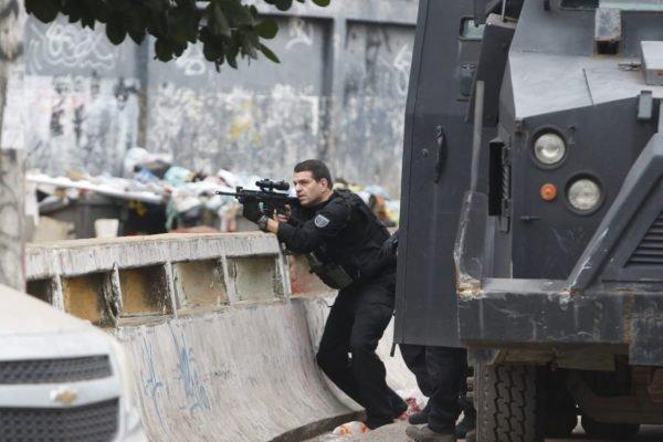Operacão policial em favela do Rio deixa pelo menos 15 mortos