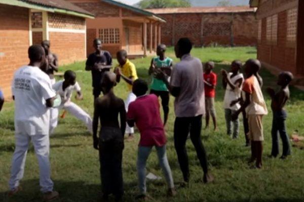 República Centro-Africana: O poder de cura da capoeira