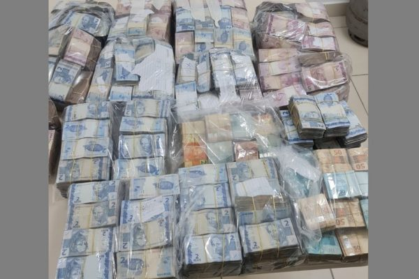 Dinheiro apreendido em operação do MP em Goiás