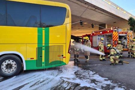 Ônibus pega fogo na Rodoviária do Plano Piloto