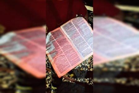 Bíblia intacta após incêndio em SC