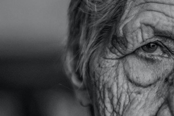 Imagem ilustrativa de idosa