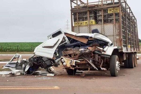 Caminhão destruído
