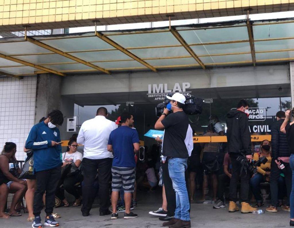 Porta do IML no Rio de janeiro