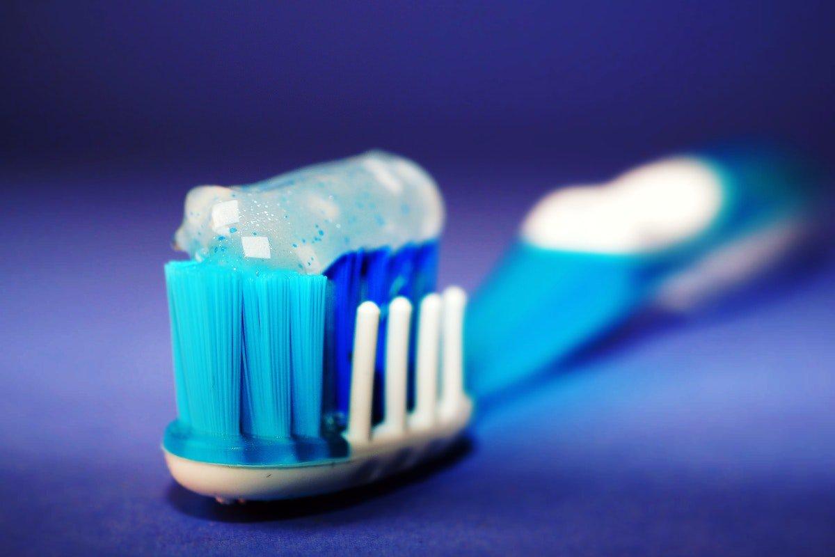 Escova pasta dentes