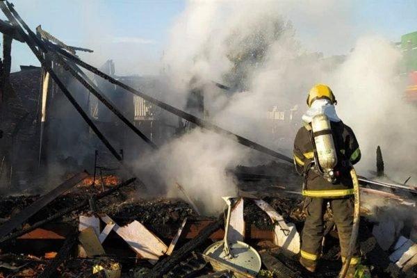 Corpo de Bombeiros combatem incêndio em SC