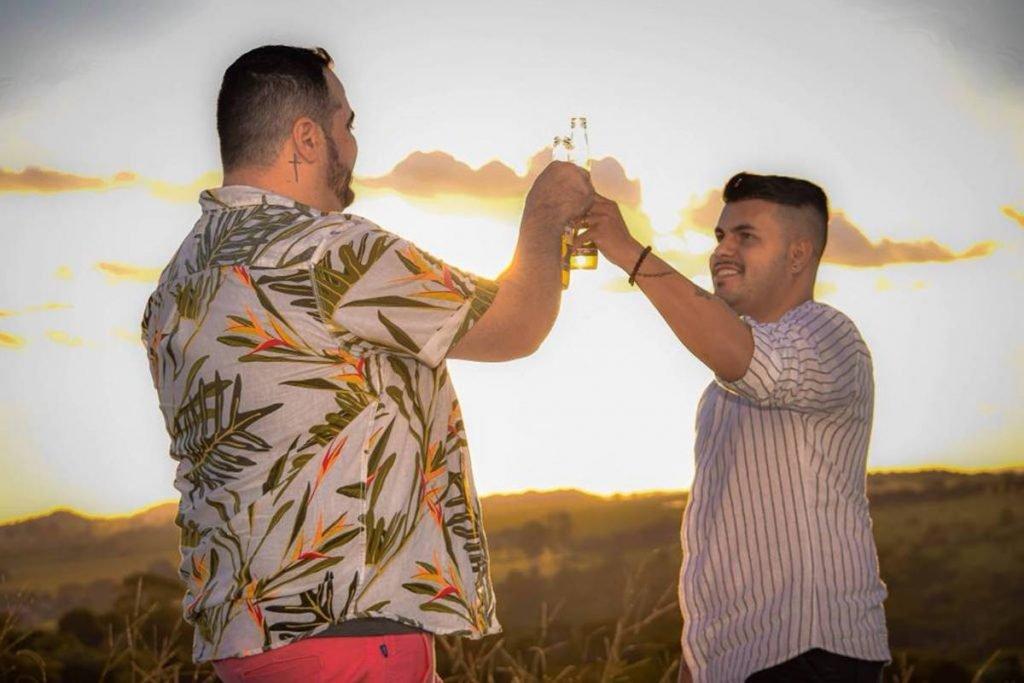 casal homoafetivo anuncia casamento em goiás e recebe ameaças de morte