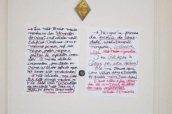 Bilhete racista deixado em porta de apartamento em Santos (SP)