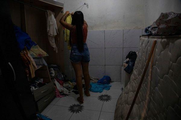 Casa de moradora revirada no Jacarezinho