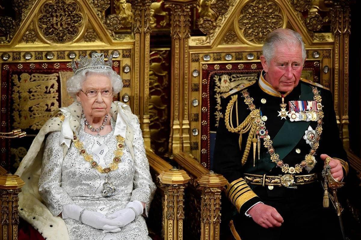 Rainha Elizabeth e príncipe Charles
