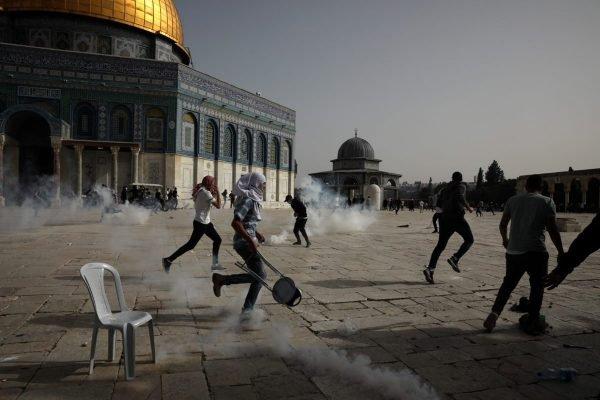 Forças de segurança israelenses e palestinos entram em confronto