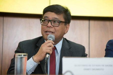Secretário de Saúde do DF, Osnei Okumoto