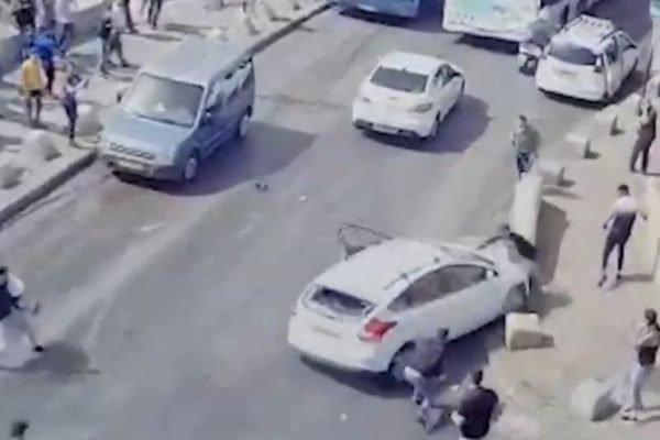 Israelense atropela palestino no Dia de Jerusalém