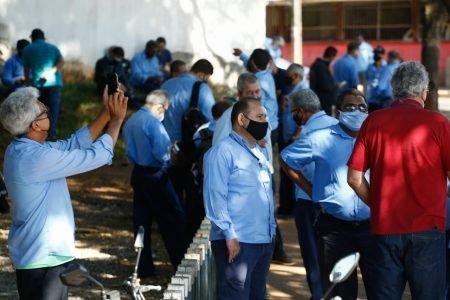 goias motoristas de onibus fazem greve e reivindicam vacina contra covid