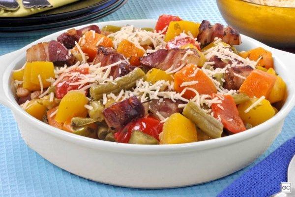 Refogado de legumes e bacon
