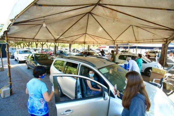 Vacinação contra Covid-19 em pessoas com comorbidades e gestantes no estacionamento 13 do Parque da Cidade