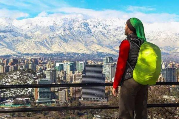 Viajante em Santiago, do Chile