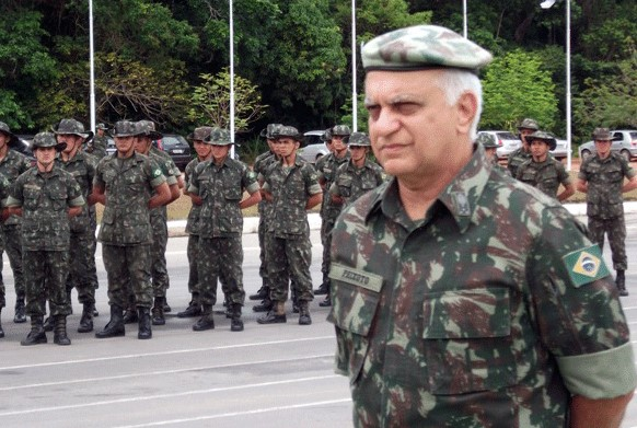 general Carlos Roberto de Sousa Peixoto
