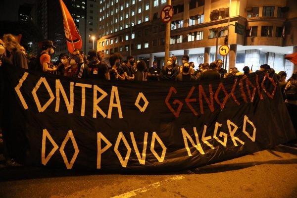 Manifestação do Movimento Negro contra a violência na Candelária