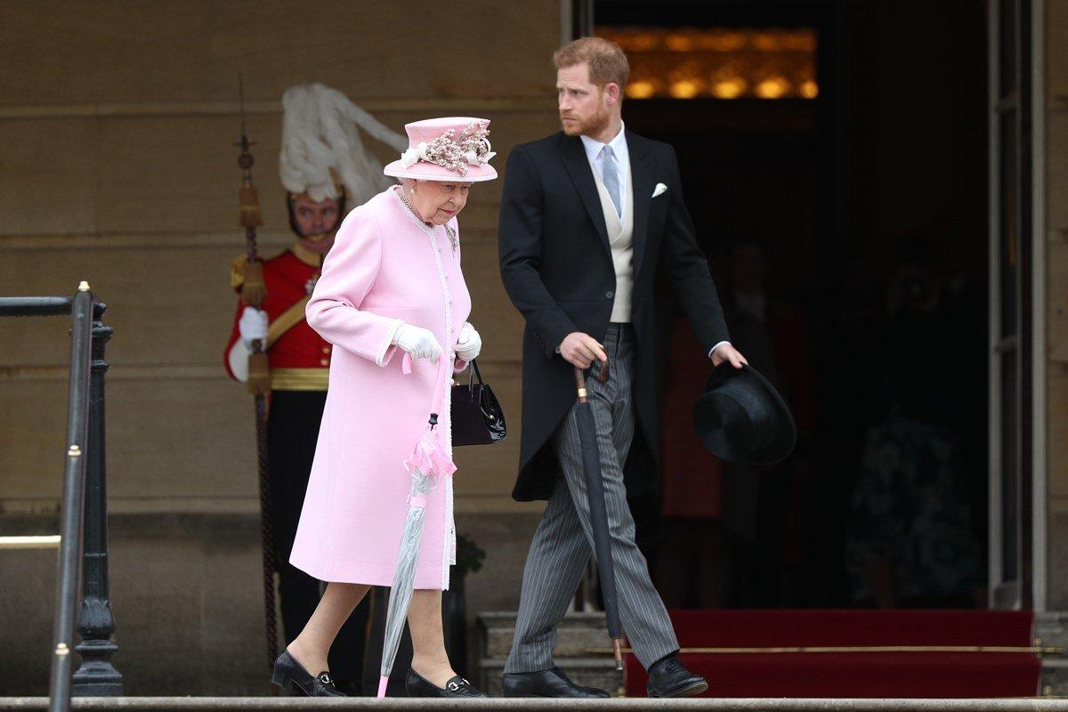Rainha Elizabeth e principe Harry