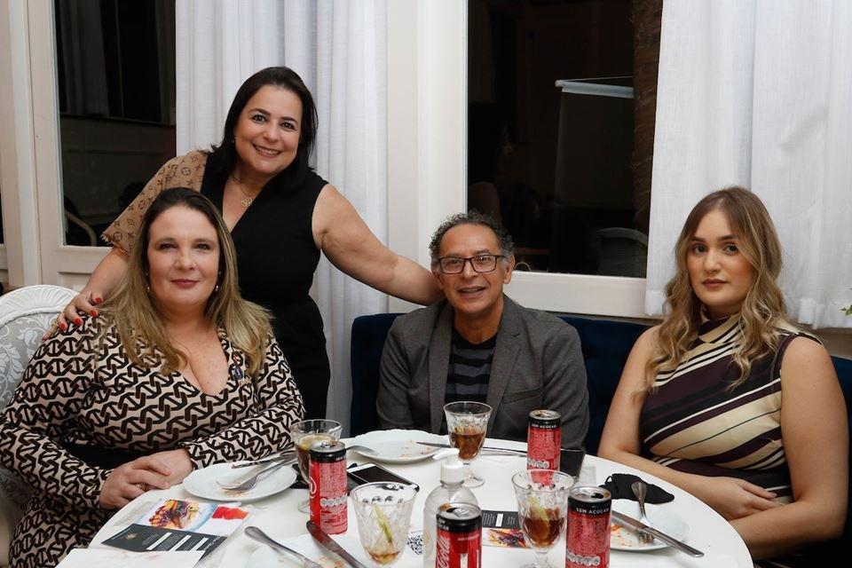 Patrícia Zapponi, Roberta Okada, José Antônio Fonseca e Larissa Max