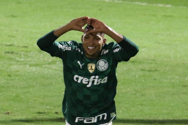 Rony marca para o Palmeiras