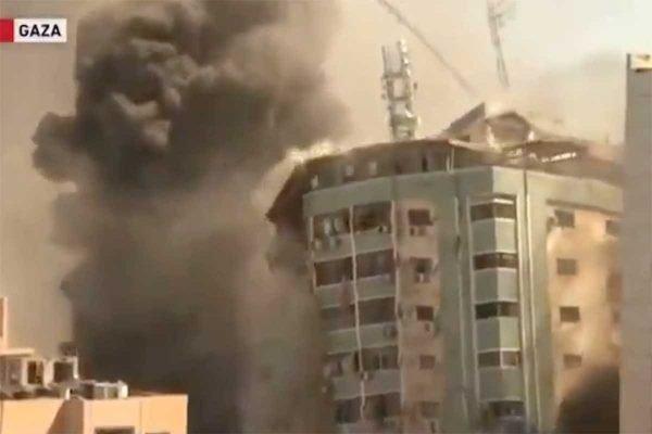 Prédio com escritórios de imprensa é destruído em Gaza
