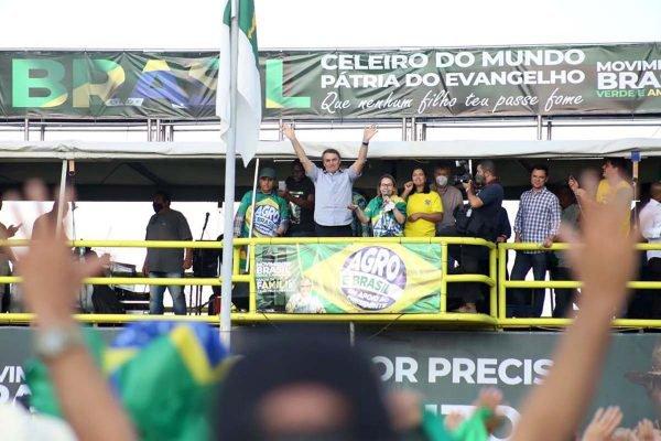 Bolsonaro em manifestação a favor de seu governo, na Esplanada