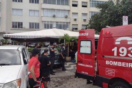 Imagem do local do acidente. carrol invada restaurante em copacabana