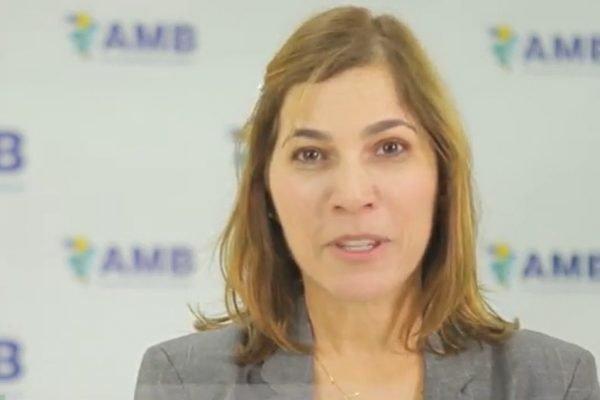 """Secretária do Ministério da Saúde Mayra Pinheiro, que tem sido chamada de """"Capitã Cloroquina"""""""