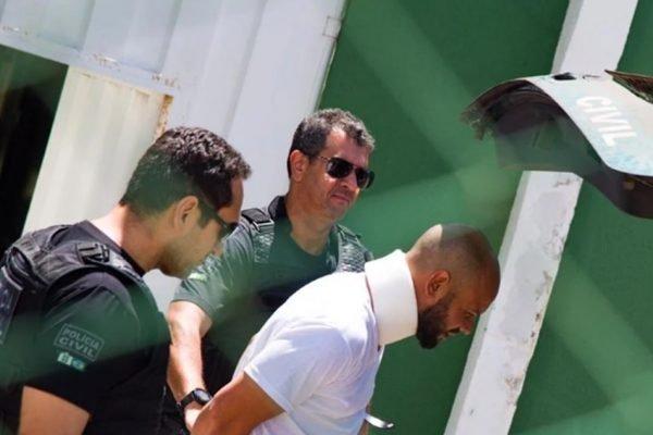 Homem sendo preso