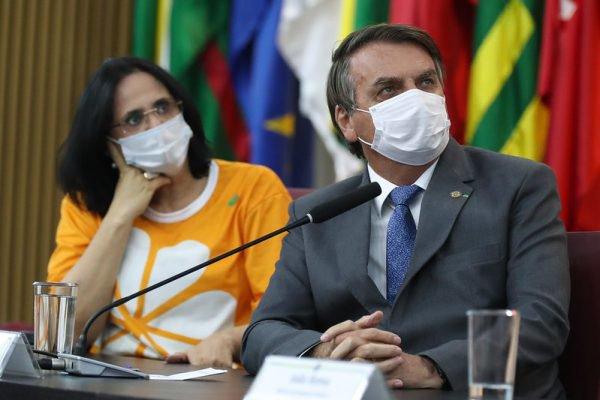 Bolsonaro e Damares no Dia Nacional de Combate ao Abuso e Exploração Sexual de Crianças e Adolescentes