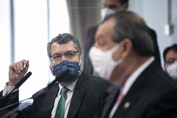 Ernesto Araujo e Omar Aziz na CPI da Covid