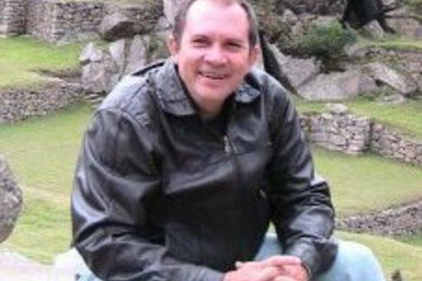 Professor morrer por complicações da Covid-19 no DF