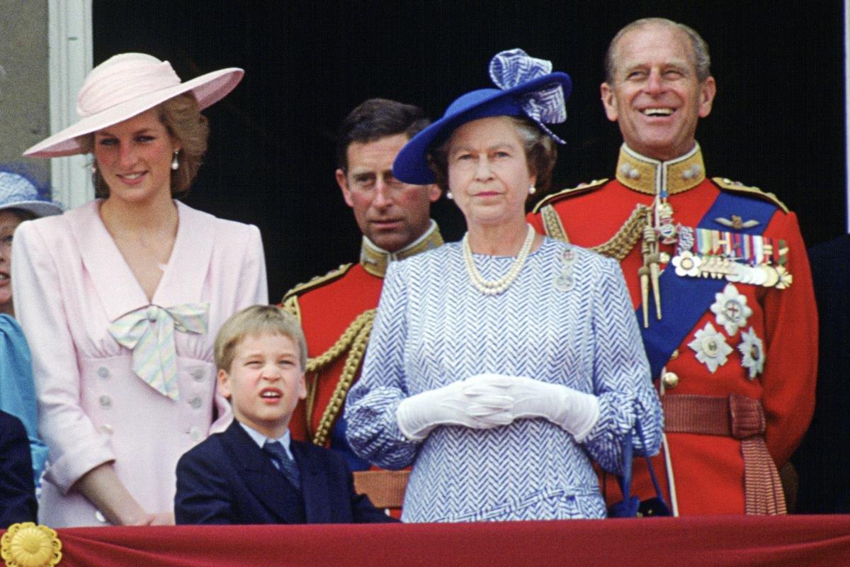Princesa Diana com o filho William, rainha Elizabeth, Charles e Philip