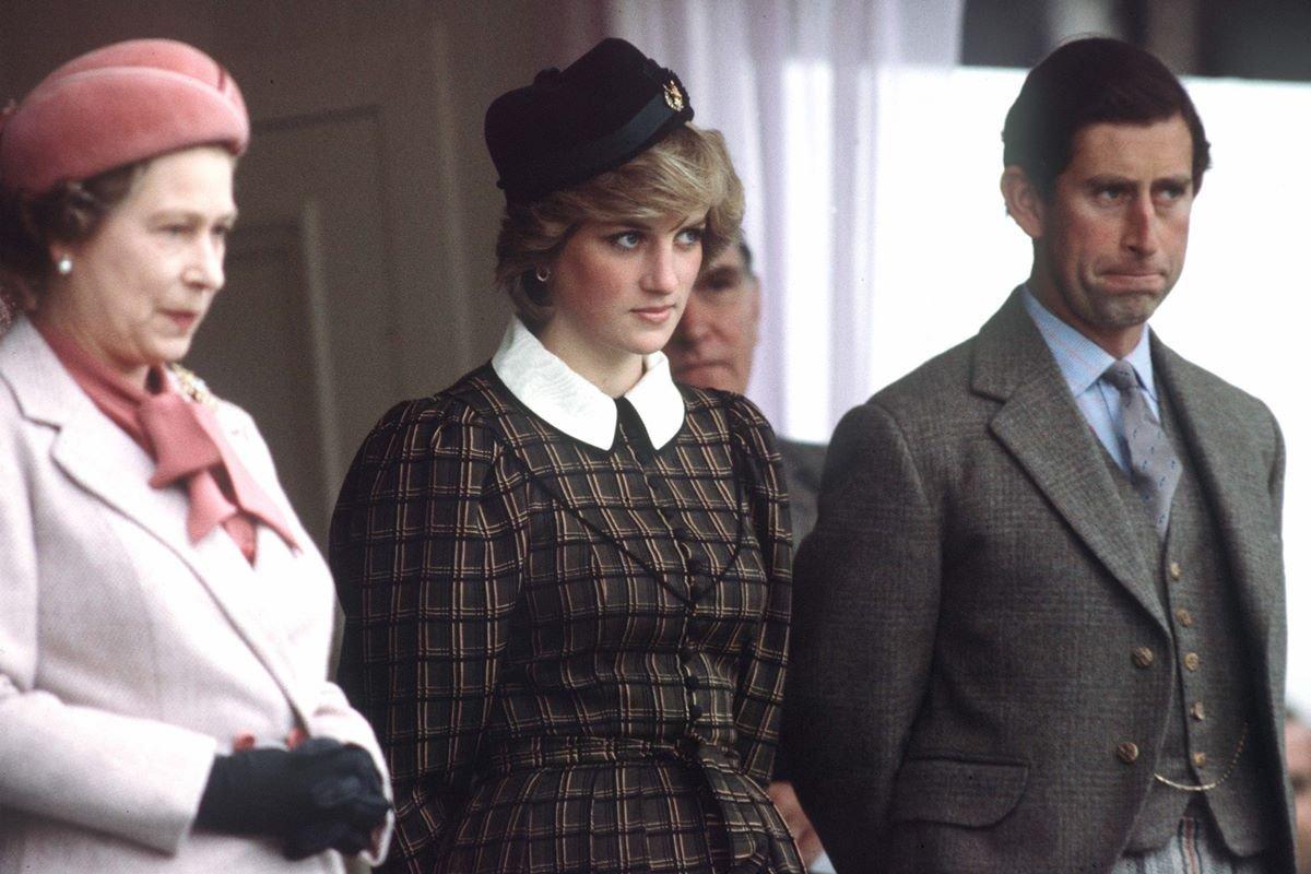 Rainha Elizabeth II, princesa Diana e príncipe Charles