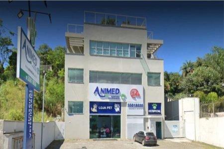 Clínica veterinária em Nova Lima está fechada desde 2019 por ordem judicial