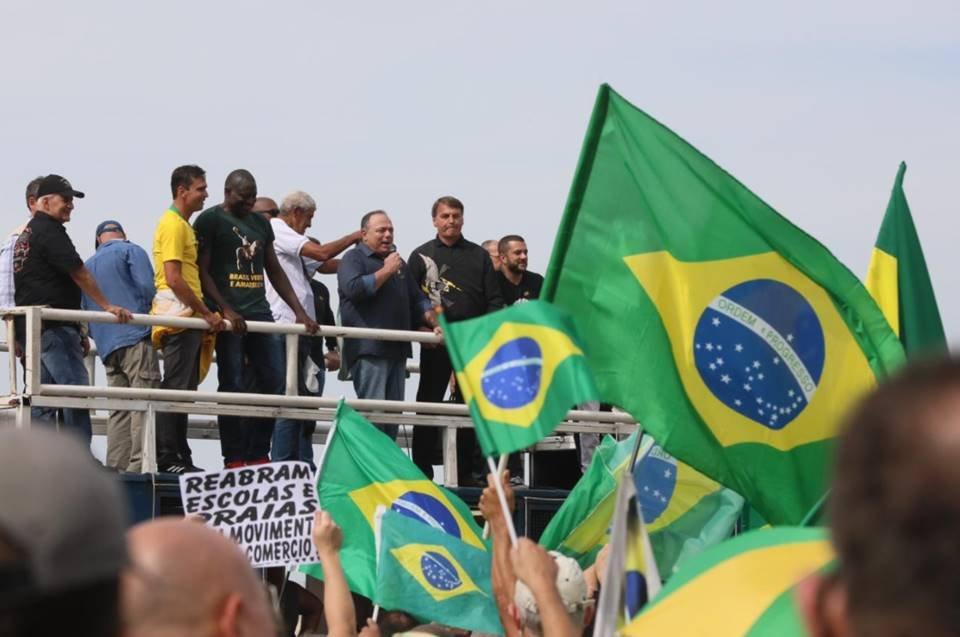 Pazuello e Bolsonaro em ato no Rio