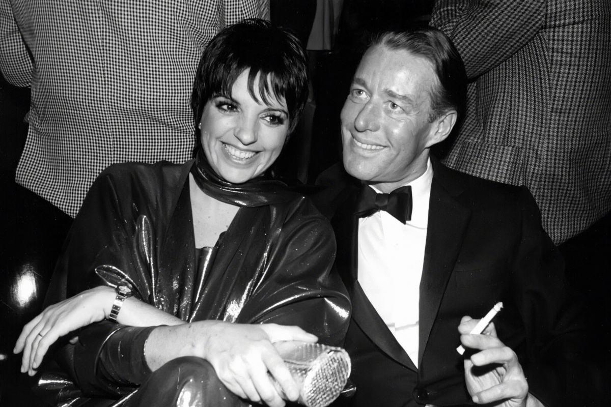 Liza Minnelli e Halston no Studio 54, em 1982