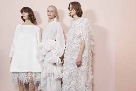 Modelos com vestidos de noiva