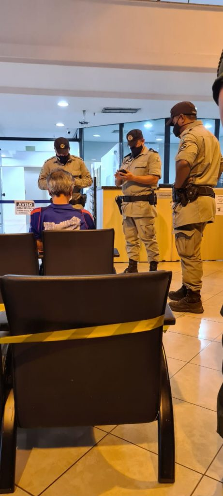 Professor é preso em Goiás com faixa contra Bolsonaro
