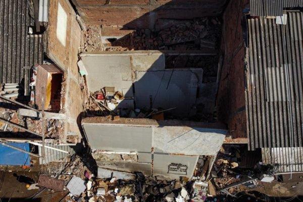 Imagens de drone do prédio que desabou em Rio das Pedras