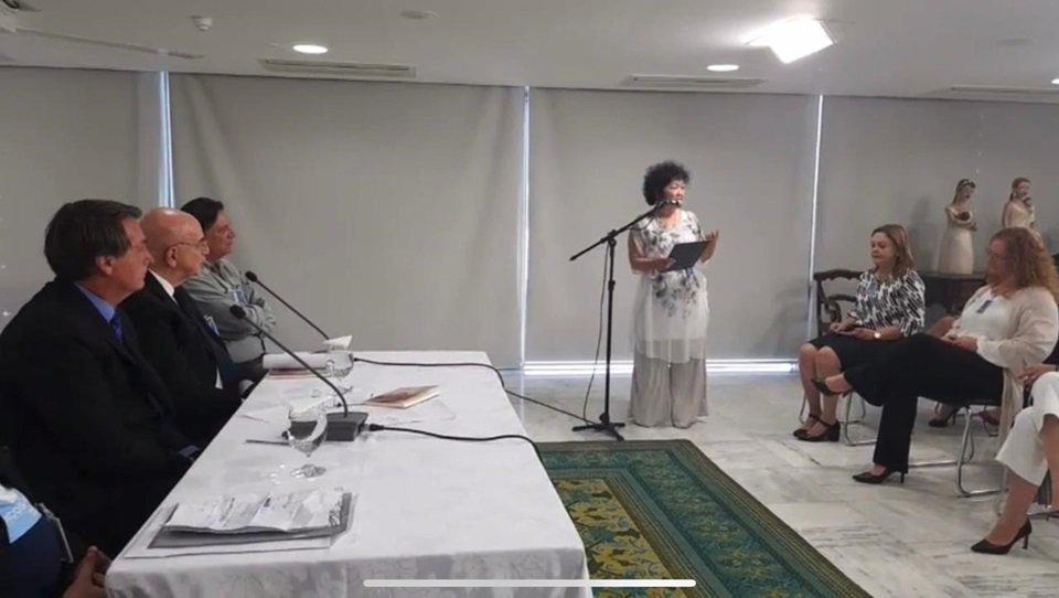 Reunião de Jair Bolsonaro com médicos, em 8 de setembro de 2020; na foto, imunologista Nise Yamaguchi está no microfone