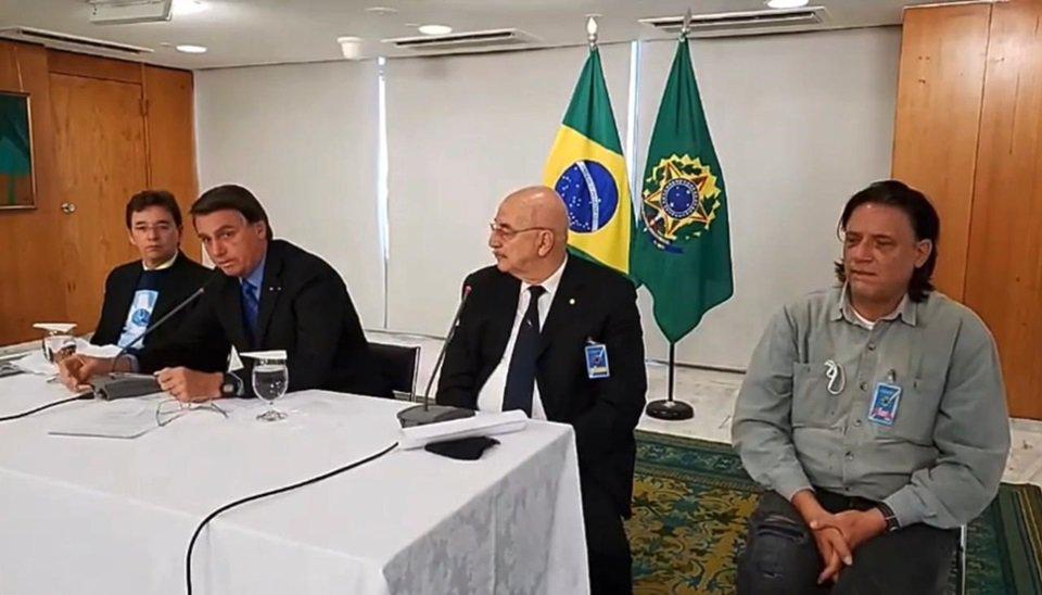 Reunião de Jair Bolsonaro com médicos, em 8 de setembro de 2020; na foto, Osmar Terra está entre o presidente e o virologista Paolo Zanoto