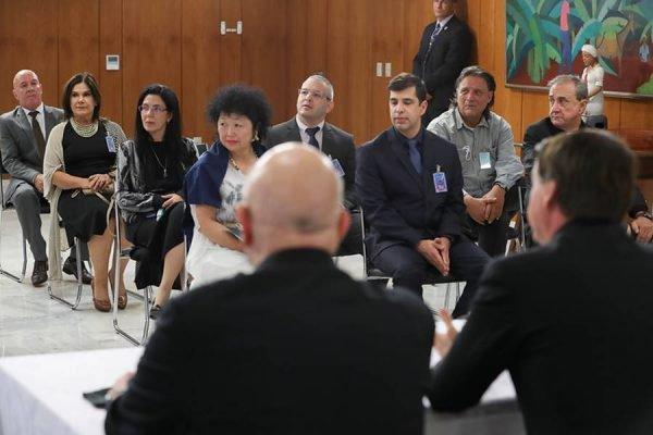 """O presidente Jair Bolsonaro reunido com o suposto """"gabinete paralelo"""""""