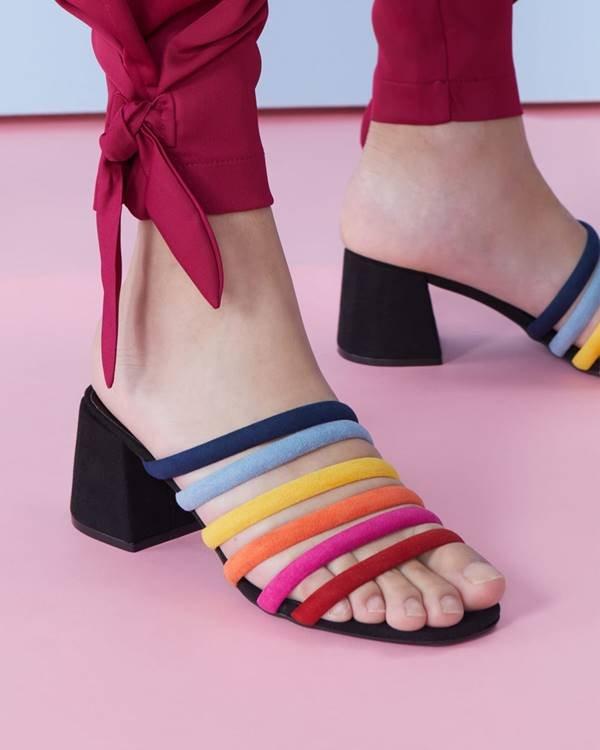 Sandália da Amaro com cores