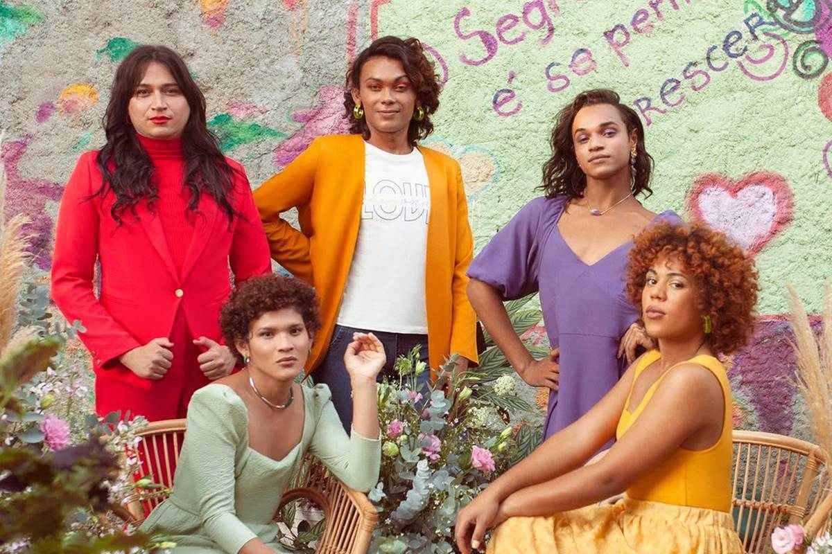 Mulheres da Casa Florescer em campanha da Amaro
